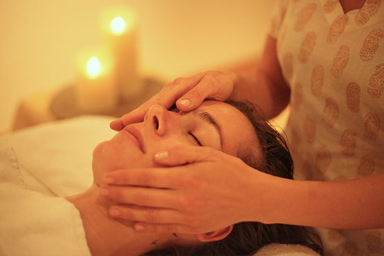 Massage et soins du visage avec Manalaya