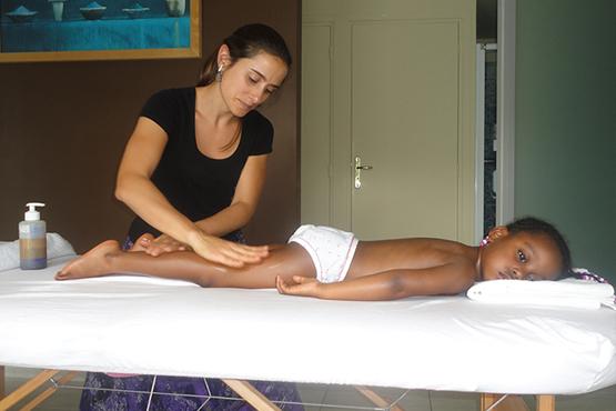 Massage enfant avec Manalaya