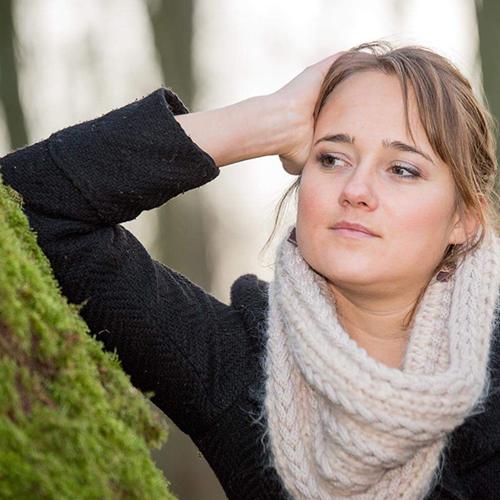 École de yoga professeur Camille Vanhoucke en renfort