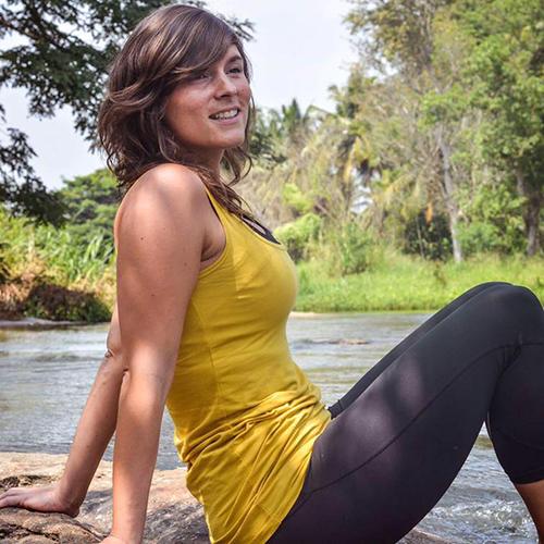 École de yoga professeur Céline Vandemoortele en renfort